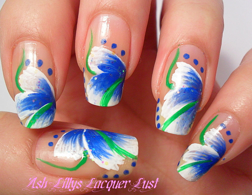 Ash-Lilly's Lacquer Lust: My first attempt at 'one stroke' nail art.