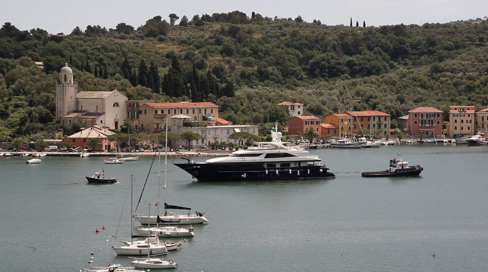 ... the Sanlorenzo 46 Steel series. She is a semi‐displacement super yacht ...
