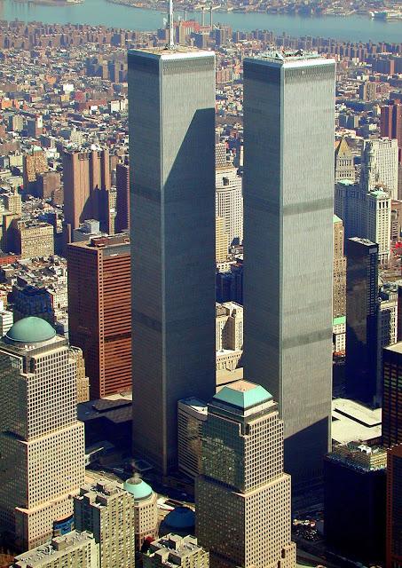 AS TORRES GÊMEAS IMPONENTES EM NOVA YORK - 1997