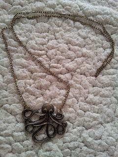 colis-née-jolie-bijoux-collier-pieuvre
