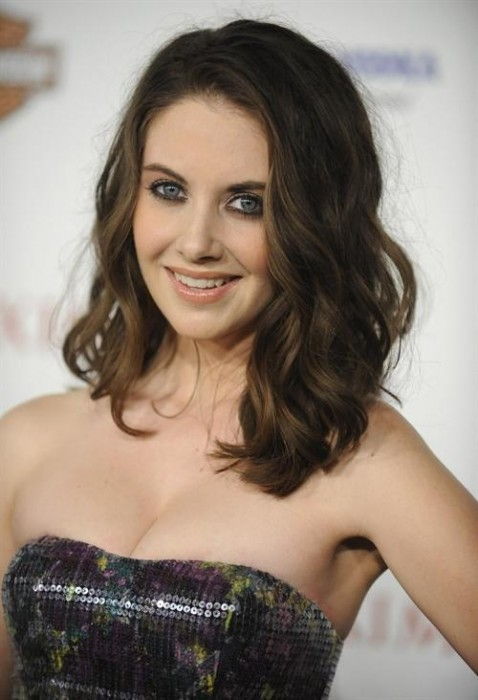 Alison Brie Fashionable Hairstyles 15