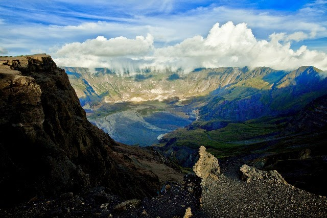 http://surgatraveller.com/wp-content/uploads/2015/02/gunung-terindah-di-indonesia-gunung-tambora.jpg
