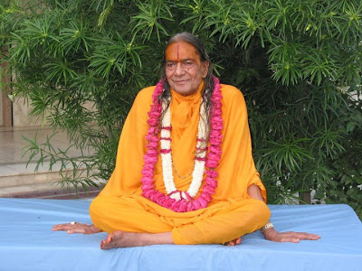 Happy Guru Poornima 2011 to devotees of Jagadguru Kripaluji Maharaj
