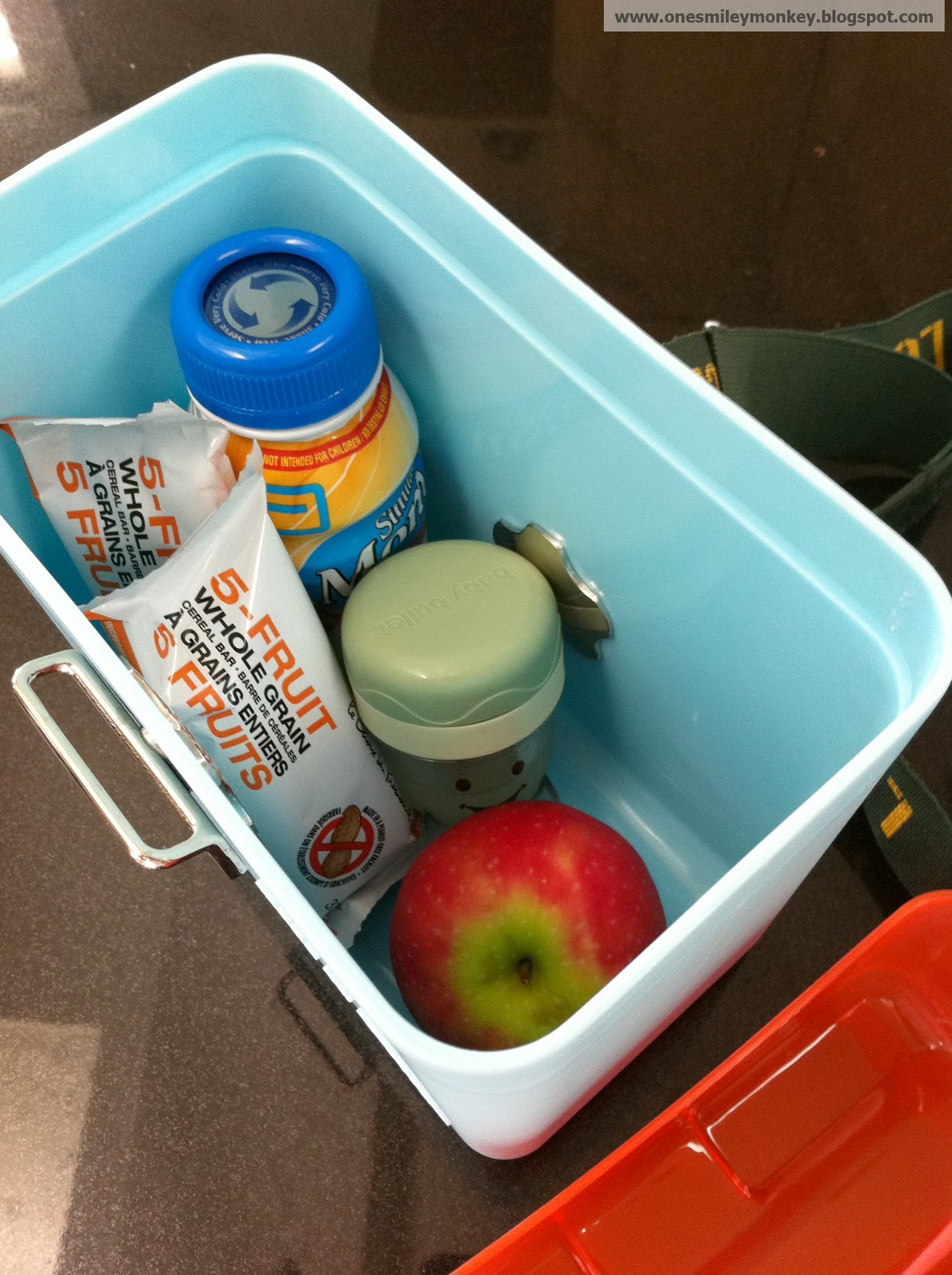 oots reusable lunchbox review closed giveaway - here i am taking a shake fruit bars a baby meal and an apple and there isstill space for more food