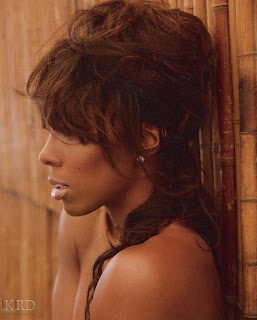 0082 >Kelly Rowland Topless par Derek Blanks