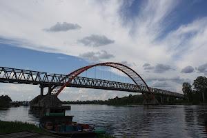 Menyeberangi Jembatan Kesukasesan