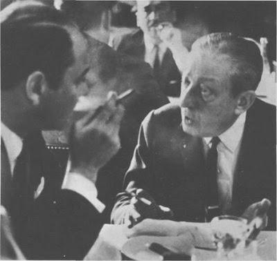 Julio De Caro con Horacio Ferrer en el restorán El Águila de Montevideo, en 1966