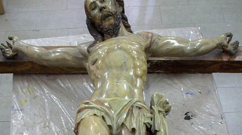 Μυστηριώδες σημείωμα βρέθηκε μέσα σε άγαλμα του Ιησού του 18ου αιώνα