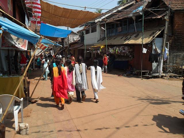 Индианки на улице в Гокарне