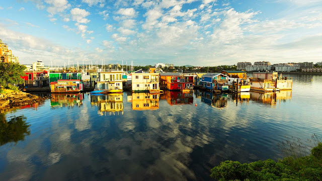 Houseboats at Fisherman's Wharf marina, Victoria, British Columbia, Canada. (© Shaun Cunningham/Alamy) 592