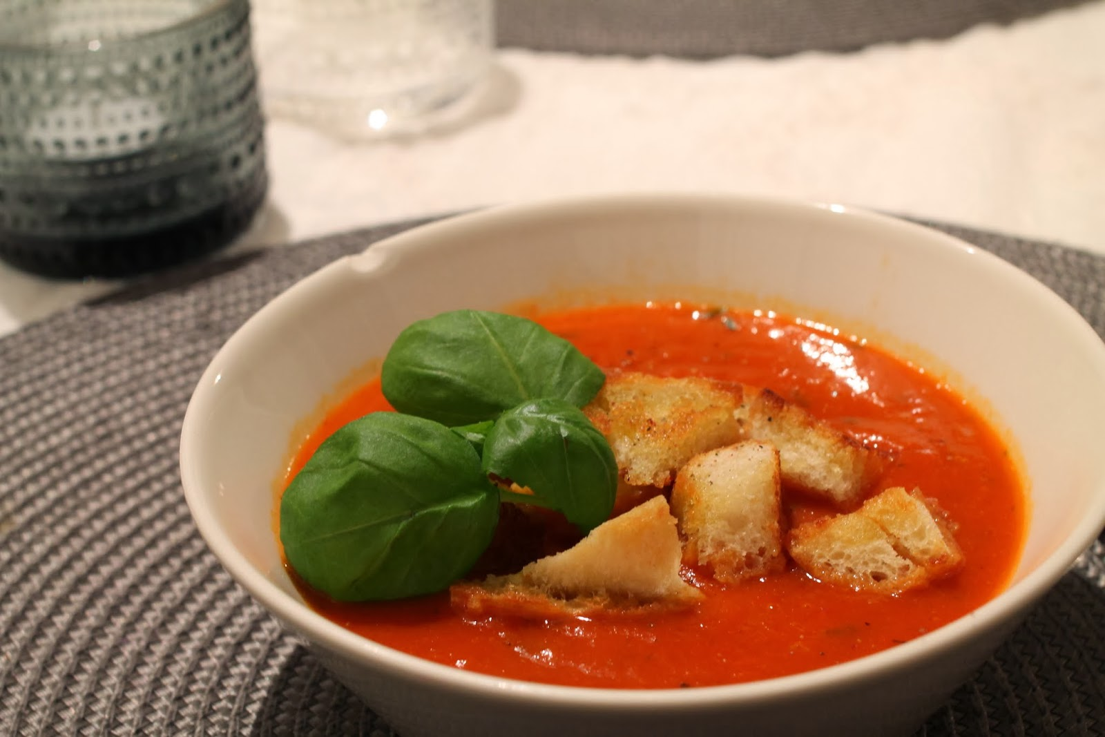 paahdettu paprika-tomaattikeitto, tomaattisosekeitto
