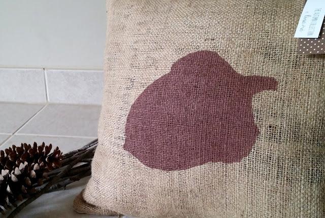 Acorn burlap pillow - Linaandvi
