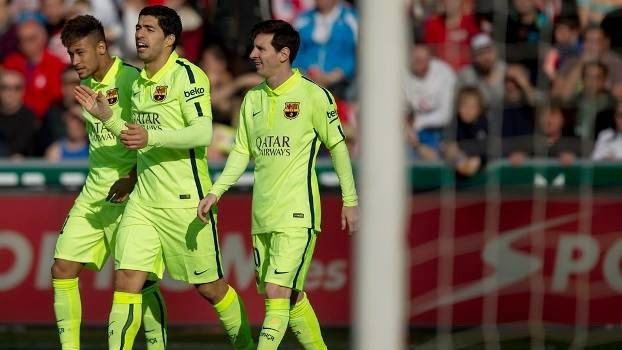 Suárez faz um e ajuda Messi a marcar