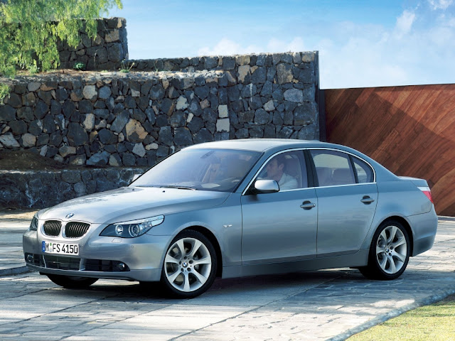 Side view photo of BMW 5 vehicle