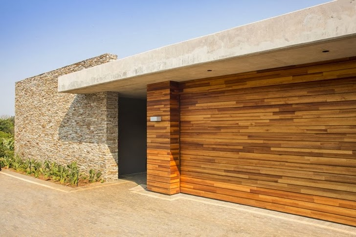 Wood and stone facade on Modern Mansion by Metropole Architects
