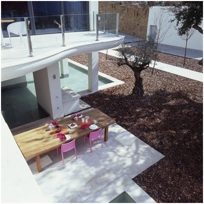 Swimming pools in modern terraces