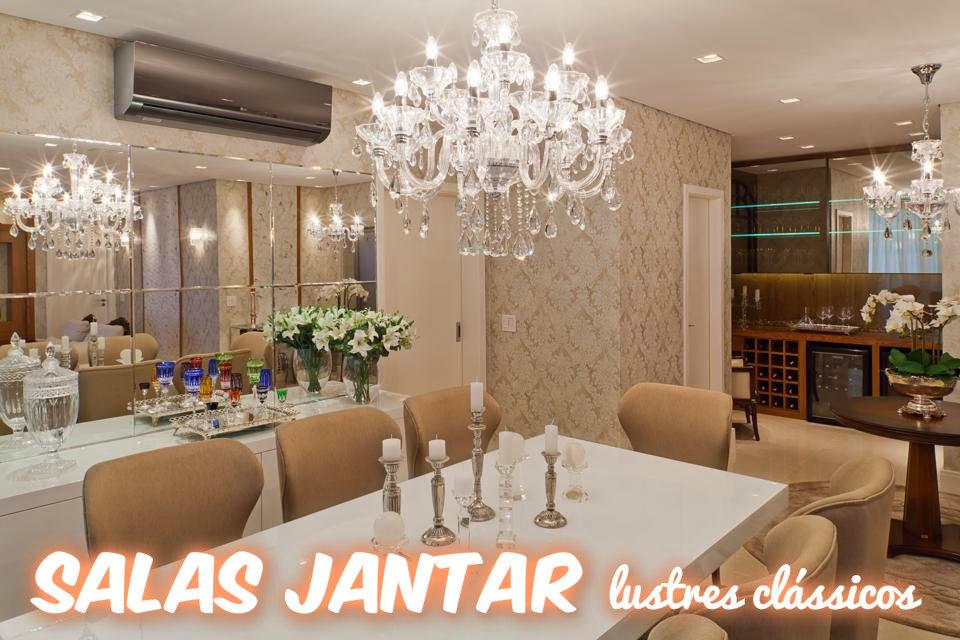 Sala De Estar Toda Branca ~ Sala com espelho bisotado, papel de parede adamascado e lustre