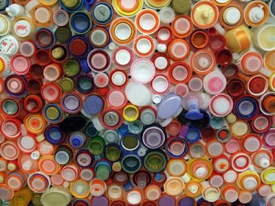 Lukisan Wajah Dari Kumpulan Botol Plastik