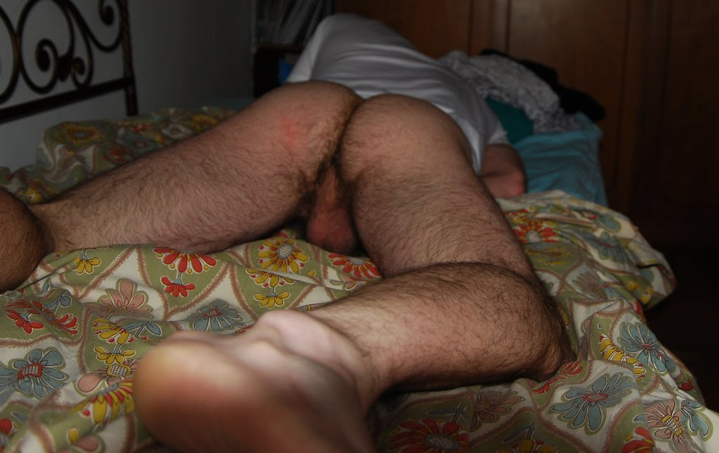 men-caught-sleeping-naked