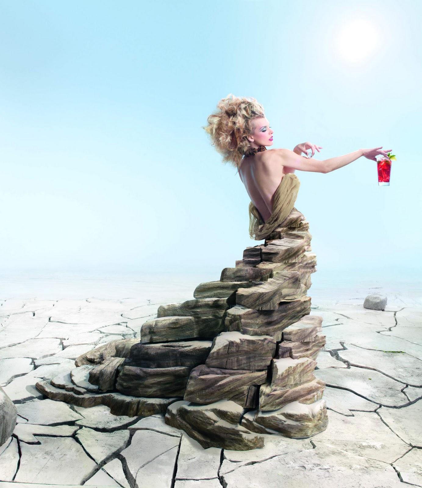 http://4.bp.blogspot.com/-A0_l3ZJmA_I/TtqUHGKrd7I/AAAAAAAABBI/FT9f22jiLOU/s1600/Milla+Jovovich+Campari+Calendar+13.jpg