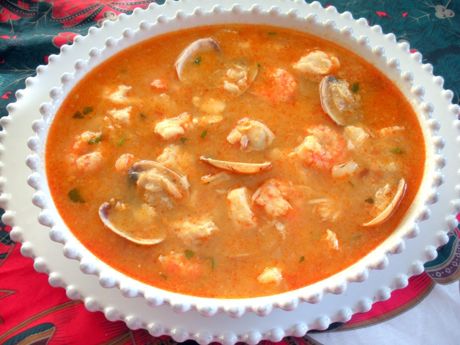 Aqu se cocina sopa de pescado y marisco - Sopa de marisco y pescado ...