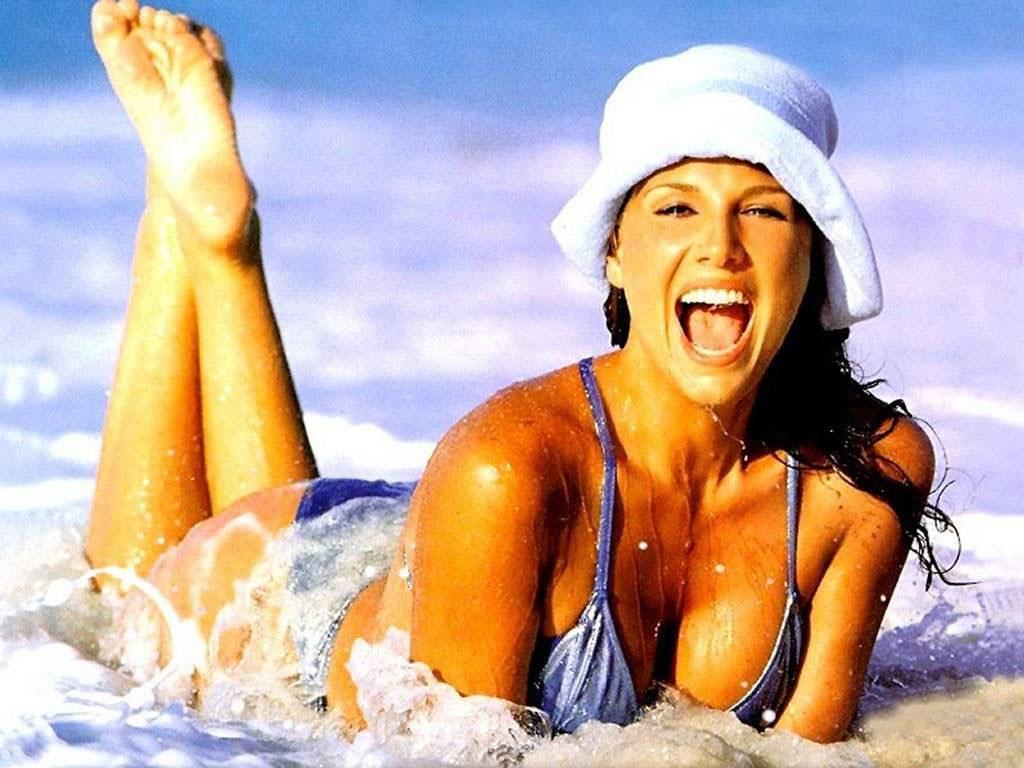 [Image: Daisy-Fuentes-Swimsuit-332.jpg]