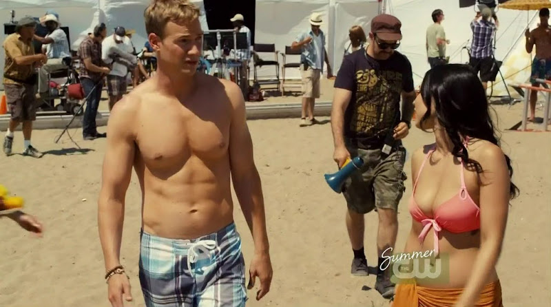 Steve Byers Shirtless in the L.A. Complex s2e08