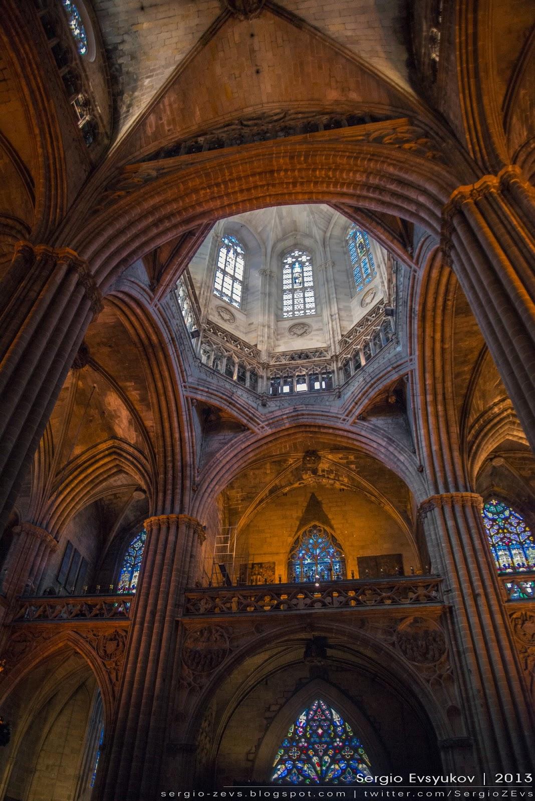 Внутри Кафедрального Собора Барселоны