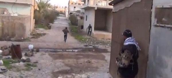 """فيديو لحظة مقتل مراسل الجزيرة """"محمد المسالمة"""" بدرعا"""