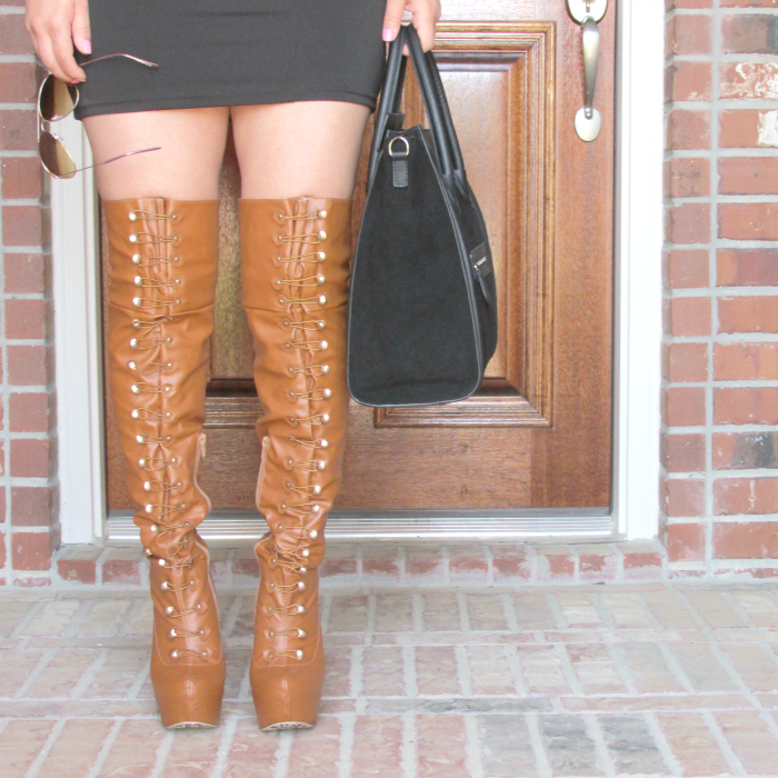 thigh-high platform boots in camel outfit, aviator, Vanessa large Tote bag