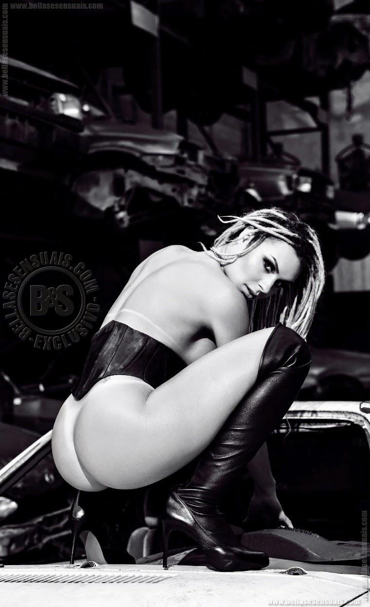 Mendigata nua na Playboy Brasil - Fernanda Lacerda pelada na Playboy