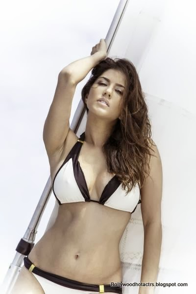 hottest Indian Bikini models wallpapers