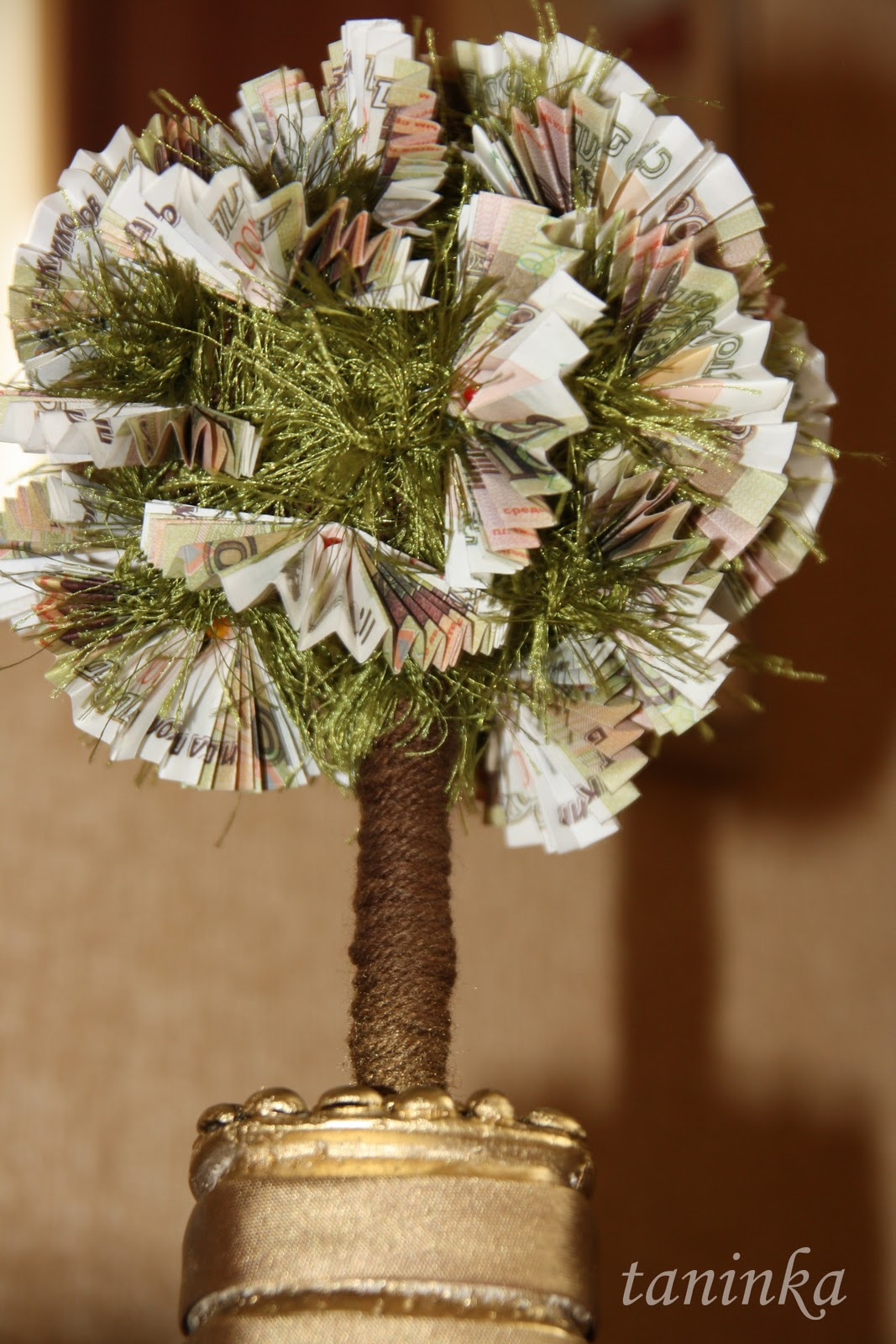 Денежное дерево из сувенирных купюр для привлечения