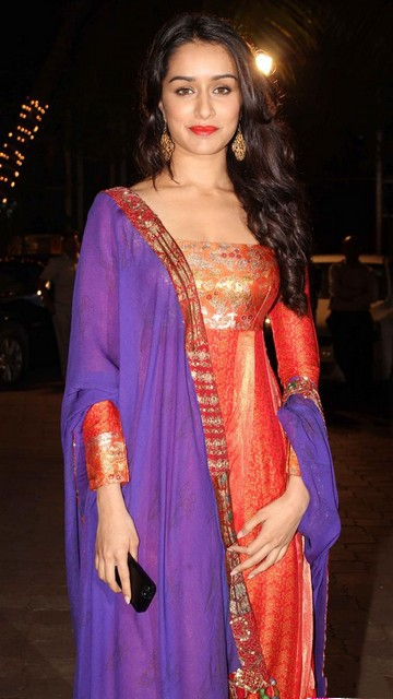 Shraddha Kapoor Long Curly Hairstyle