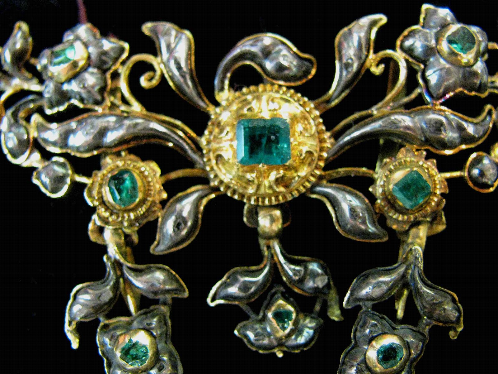 Gems a tour guide new york antique jewelry watch show for Antique jewelry stores nyc