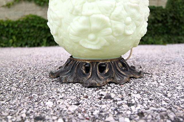 #thriftscorethursday Week 82 Ornate Lamp | www.blackandwhiteobsession.com