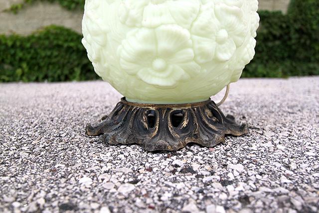 #thriftscorethursday Week 82 Ornate Lamp | www.blackandwhiteobsession.com