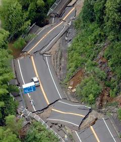 Japão - Rodovias destruídas
