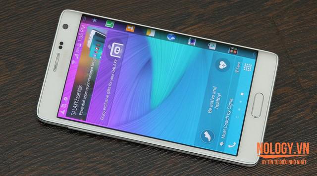 Ảnh toàn màn hình của Galaxy Note Edge Docomo