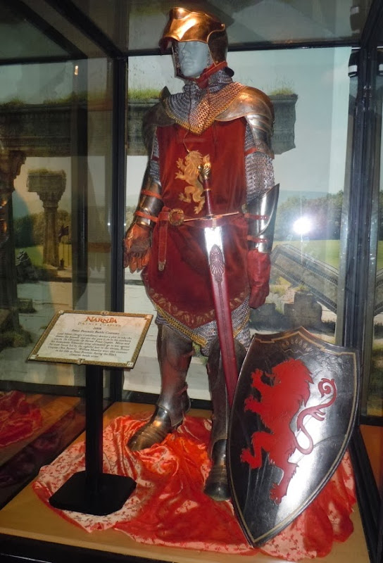 Peter Pevensie battle armour Prince Caspian