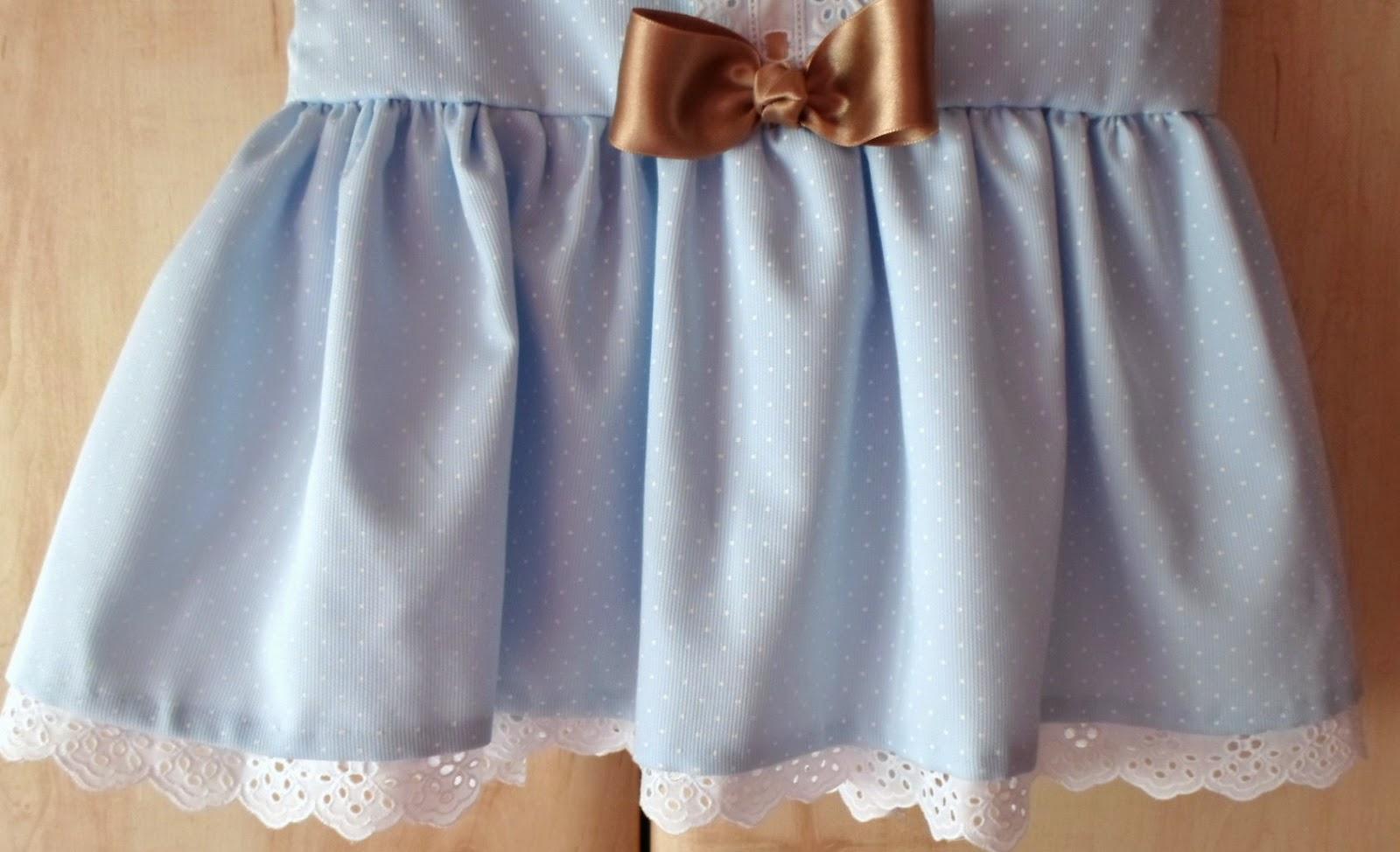 falda de vestido de talle bajo con puntilla en el forro