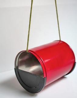 DIY kaleng bekas : Hanging Can Bird Feeder