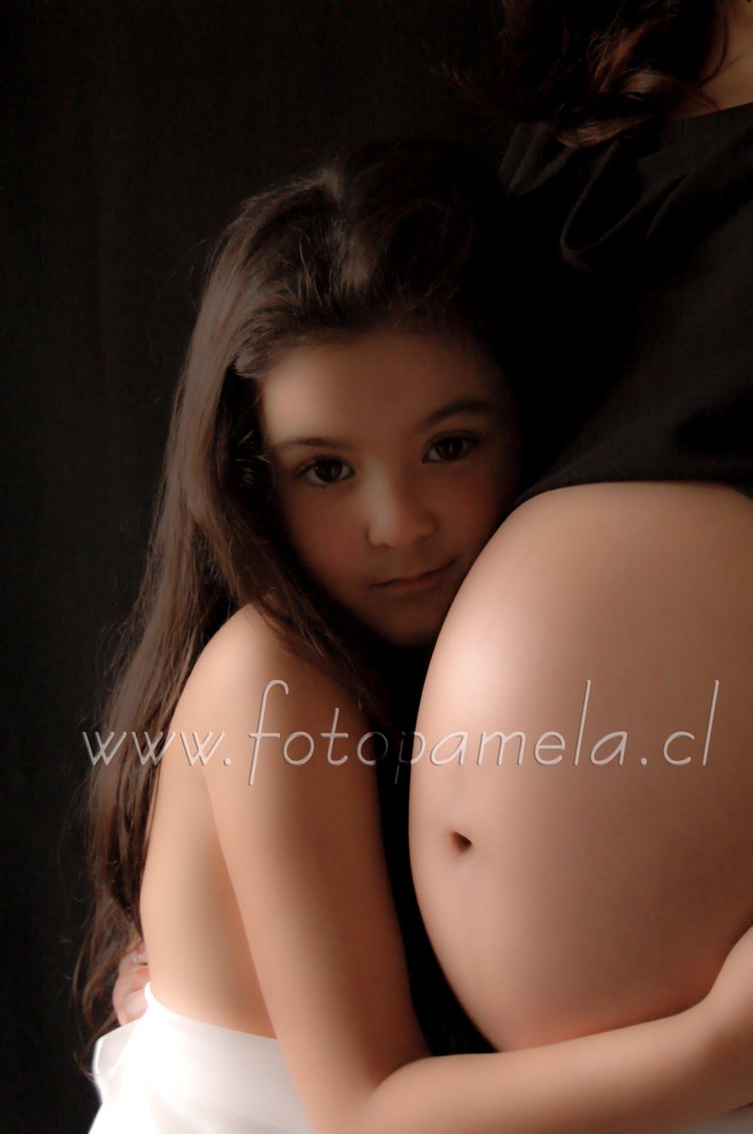 mama embarazada con hermana bebe  foto estudio en santiago