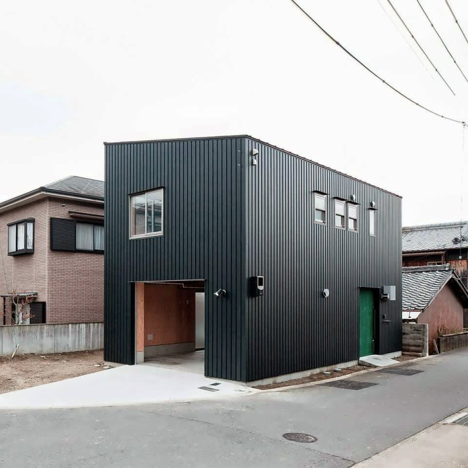 Combine between container and tatami make a modern for Creating a minimalist home