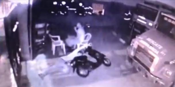 Delincuentes entran a tiros a joven en estación de bomberos SFM