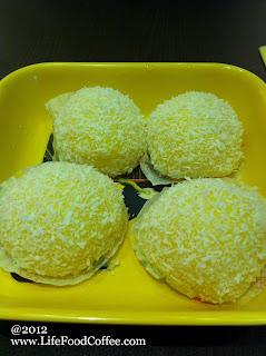 #2, Coco Mango Mini Mochi with Vanilla Ice Cream (雪山甘露小丸子) SGD 6.90