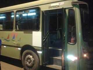Para fugir de assalto no MA, mulher se joga de ônibus e morre na queda