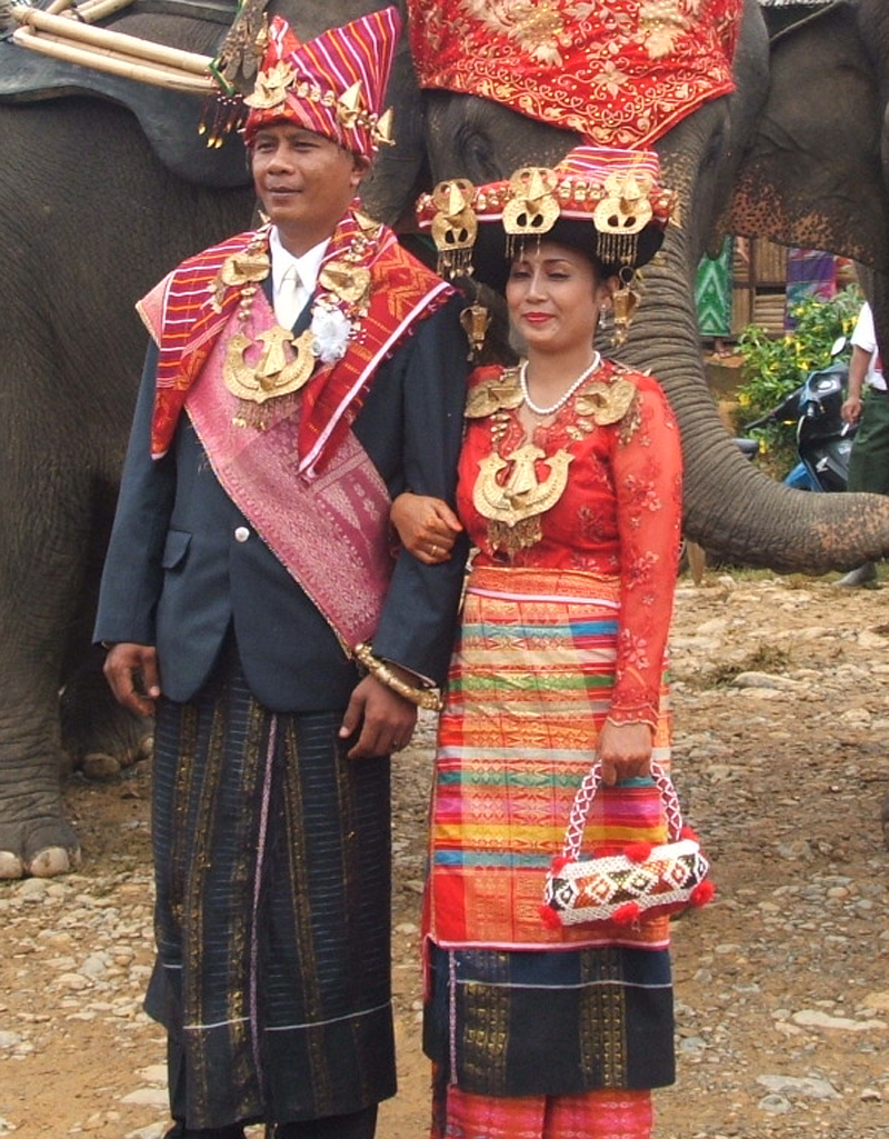 I'am pipiT: pakaian adat di Indonesia