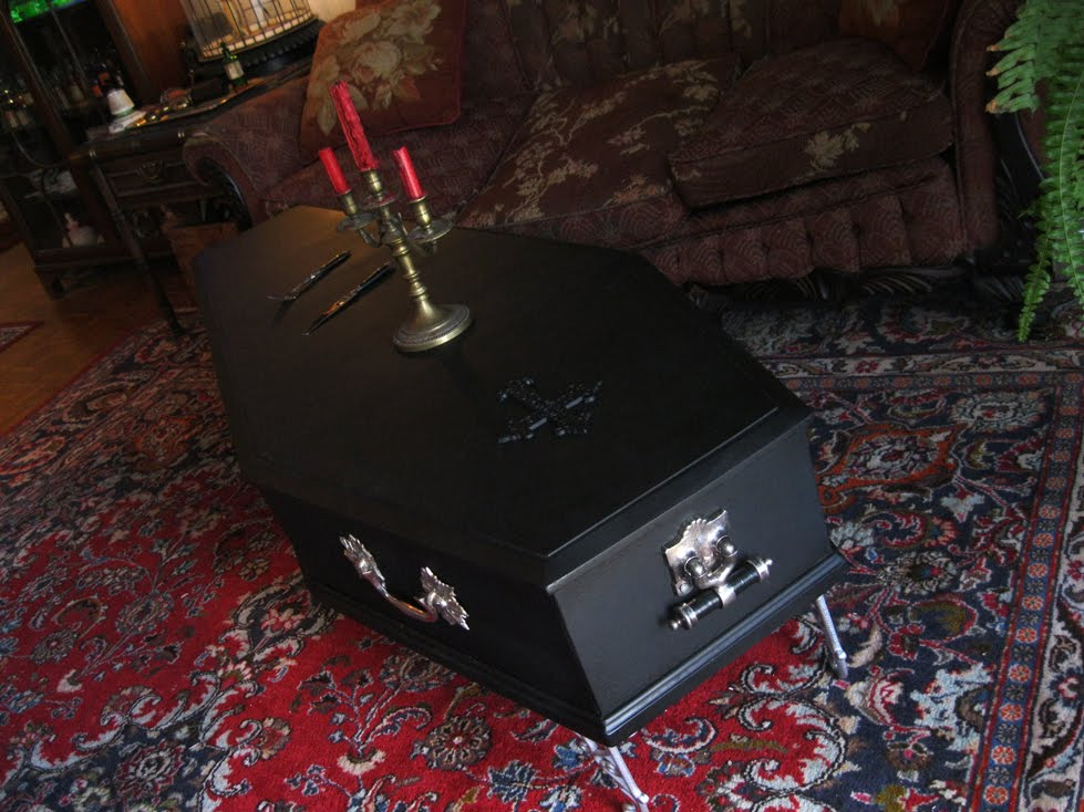 Planet Obscura Presents Screaming Skulls Weird Club Coffee Time - Coffin coffee table