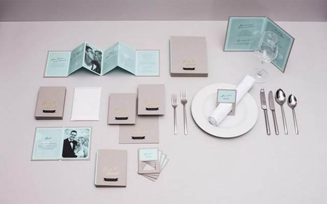 kad kahwin di meja makan